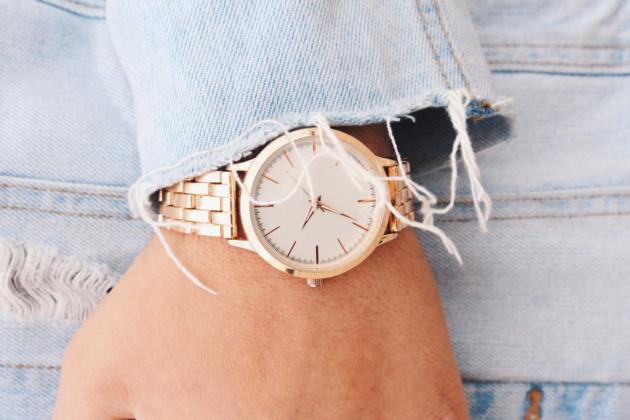 Fuldend outfittet med et smukt og tidløst Daniel Wellington-ur