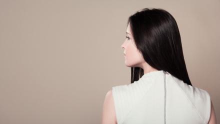 Sådan kan du komme skæl i håret til livs